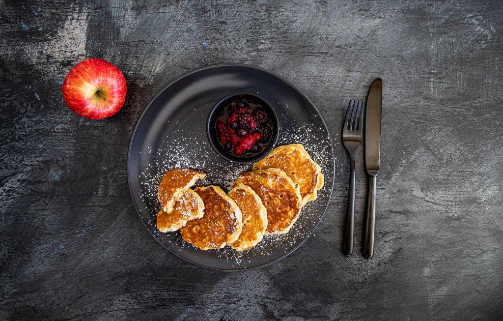Apfelpancakes mit Beerenragout
